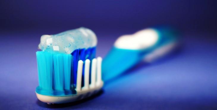 toothbrush-2589480_1280