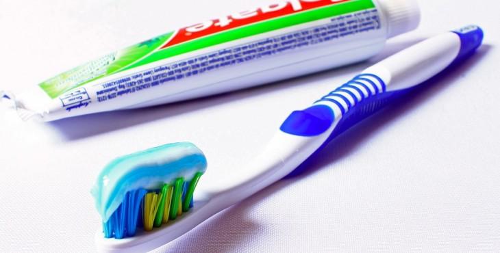 toothbrush-685326_1280