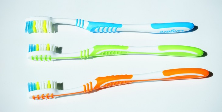 tooth-brushes-1194939_1280