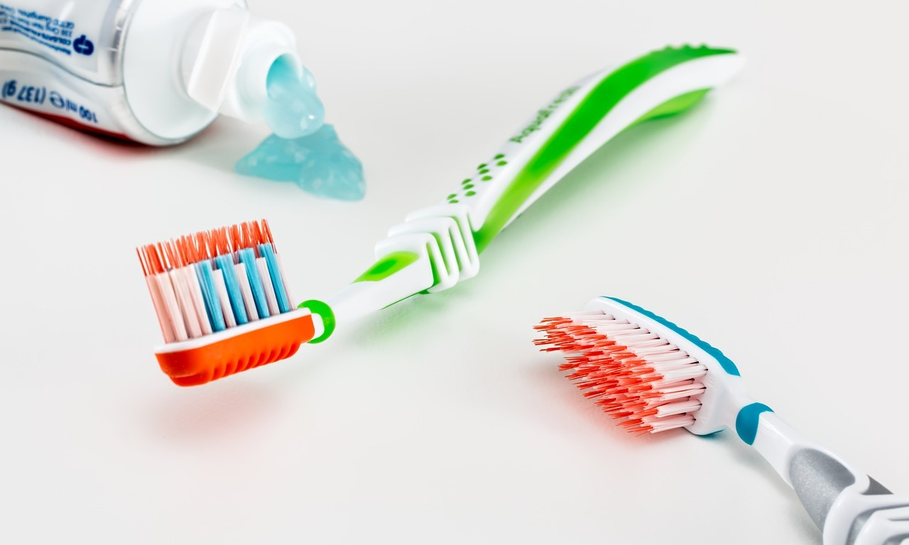 How to Keep a Clean Toothbrush pictures